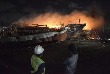 Api kembali berkobar di Pelabuhan Benoa pada Selasa dini hari,