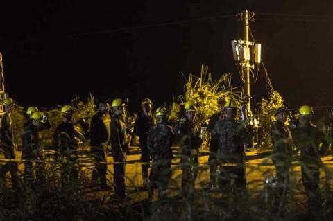 Tim penyelamat yang berhasil melakukan evakuasi tim sepakbola