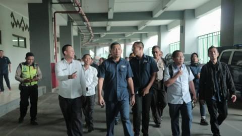 Wakil Ketua Inasgoc, Sjafrie Sjamsoeddin (tengah) beserta