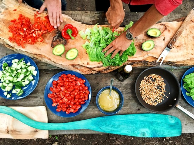 Diabetes beri pengaruh baik keluarga mengadopsi gaya hidup sehat. (Foto: Maarten van den Heuvel/Unsplash.com)