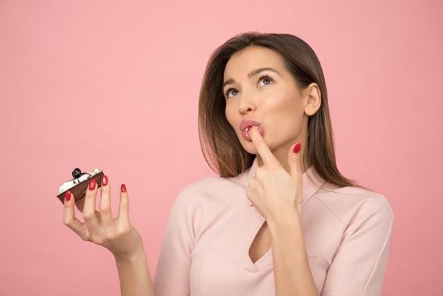 Rasa lapar yang Anda alami ketika tengah malam bisa jadi merupakan faktor genetik. (Foto: Icons8 team/Unsplash.com)