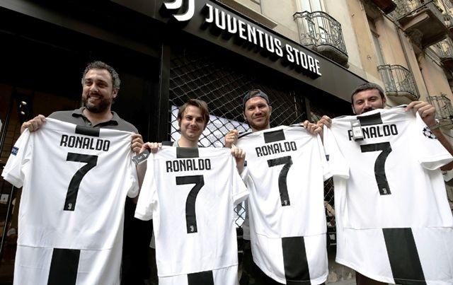 Jersey Juventus dengan nama Ronaldo mulai diburu Juventin-AFP/ISABELLA BONOTTO