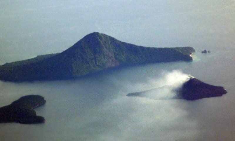 Ilustrasi Gunung Anak Krakatau. Foto: ANTARA/Iggoy el Fitra
