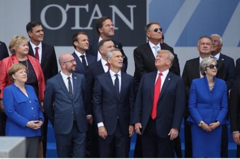 Presiden AS Donald Trump dalam pertemuan NATO di Brussels, Belgia (Foto: Bustle).