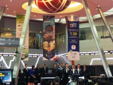 Manajemen Mahkota Group saat pencatatan saham perdana. (FOTO: