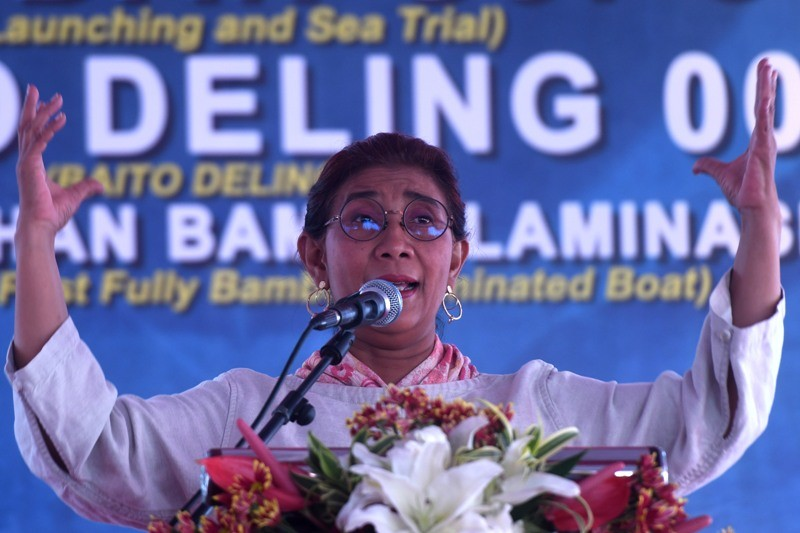 American journalist  lauded Indonesia's Marine and Fisheries Minister Susi Pudjiastuti on her work to combat Illegal, Unreported, and Unregulated (IUU) fishing. (Photo: Antara).