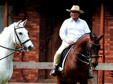 Ketua Umum Partai Gerindra Prabowo Subianto menunggang kuda di