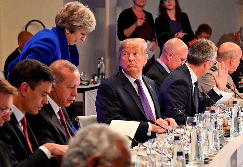 Presiden AS Donald Trump dalam pertemuan NATO di Brussels, Belgia (Foto: AFP).