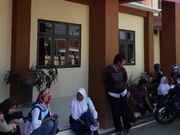 Calon siswa melakukan pendaftaran sekolah di SMA Negeri 1 Brebes, Jawa Tengah. Medcom.id /Kuntoro Tayubi