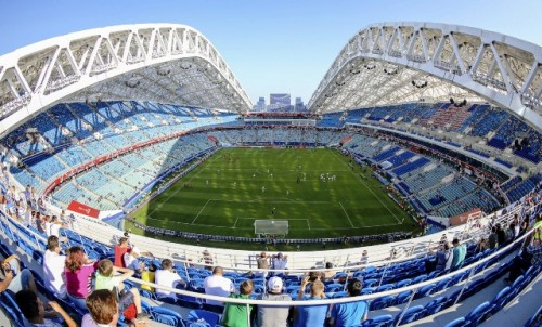 Sisi utara stadion diancang mampu menepis salju yang terbawa