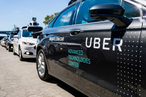 Uber Pecat 100 Operator Mobil Otonom