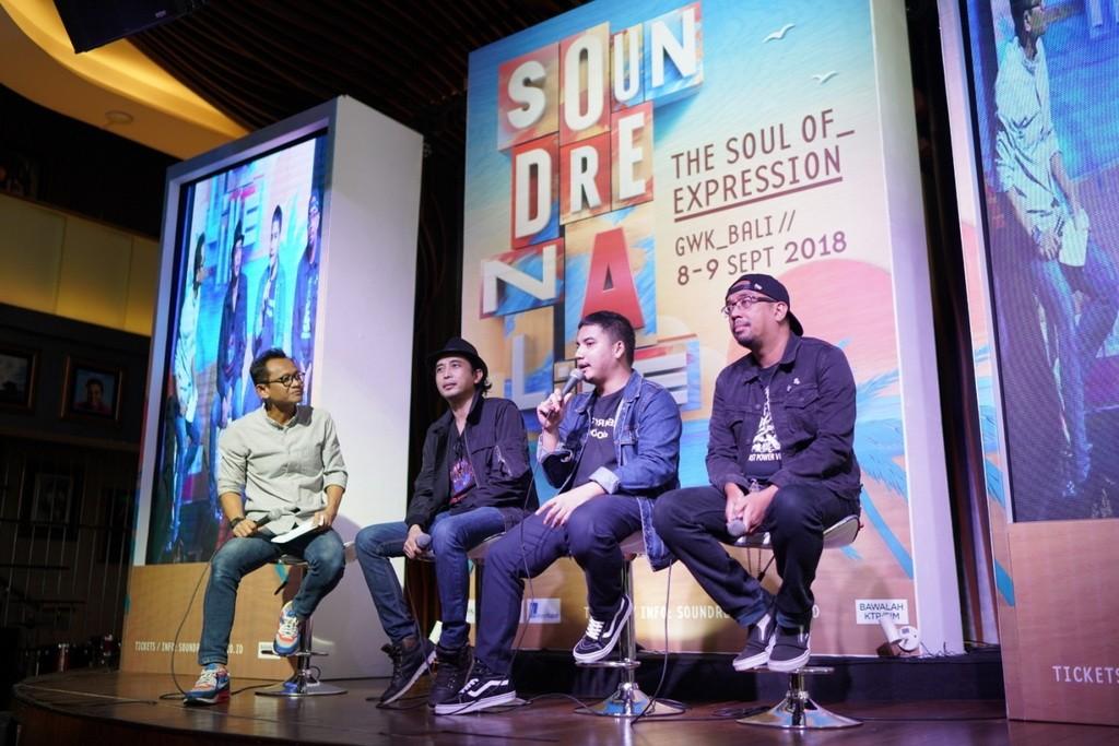 (ki-ka) Gitaris Padi Reborn Piyu, Drummer Elephant Kind Bayu, Vokalis Seringai Arian (Foto: Foto: Dok Soundrenaline 2018)