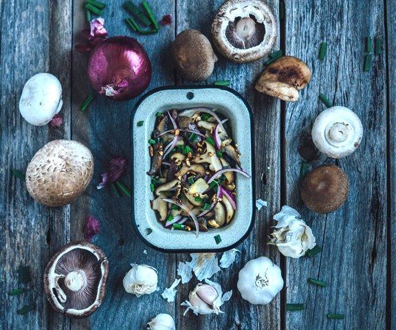Aroma bawang putih memberikan banyak manfaat kesehatan. (Foto: Caitlin Mclean/Unsplash.com)