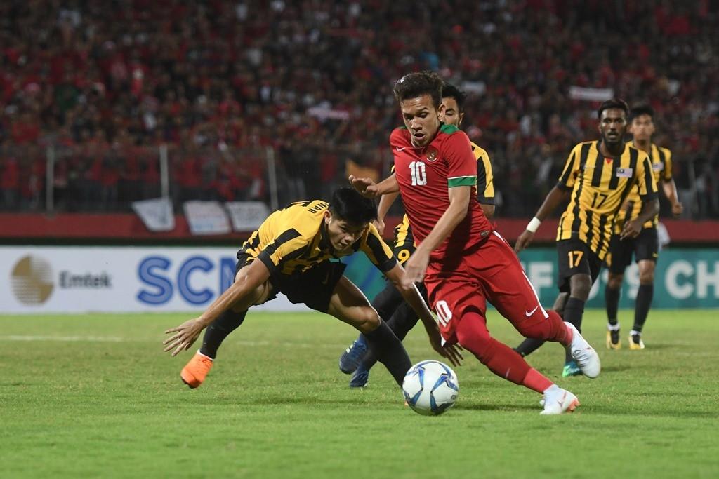 Aksi Egy Maulana Vikri saat Timnas U-19 menghadapi Malaysia di semifinal Piala AFF U-19 (Foto: ANTARA FOTO/Zabur Karuru)