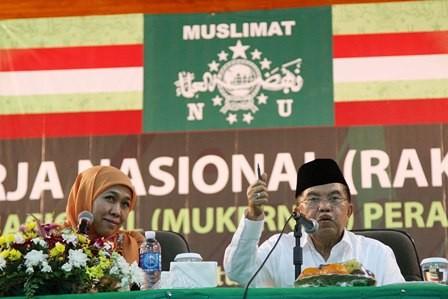 Khofifah Indarparawansa (kiri) dan Wakil Presiden Jusuf Kalla (kanan). Foto: MI/Panca Syurkani.