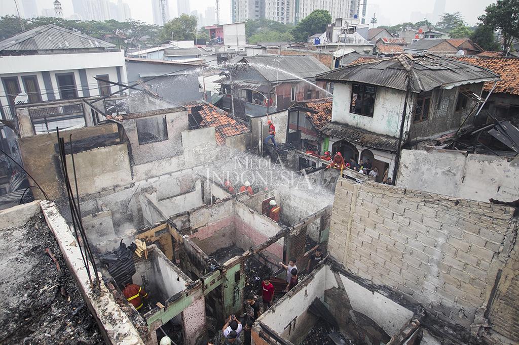 Kebakaran Hanguskan Puluhan Rumah di Kawasan Menteng