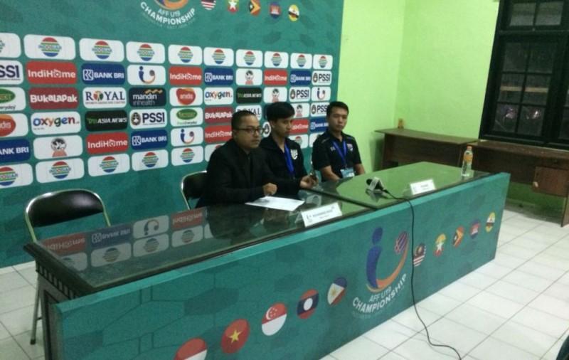 Asisten Pelatih Thailand U-19 Jetnipat Ratchatatoemphon (kanan) (Foto: Medcom.id/Gregah Nurikhsani Estuning)