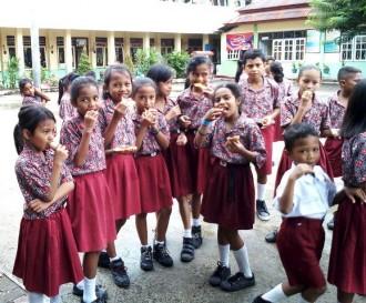 ASN Dimbau Antarakan Anak di Hari Pertama Sekolah