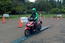 Mengenal Trik <i>Defensive Riding</i> di Jalan Raya
