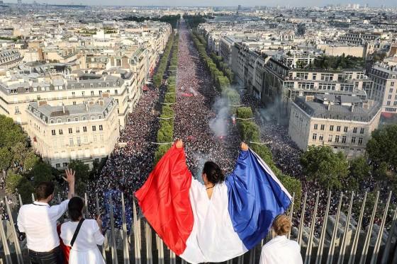 Warga Prancis Bersuka Cita