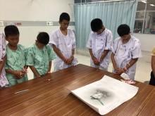 Salah Satu Penyelamat Tewas, 12 Bocah Thailand Menangis