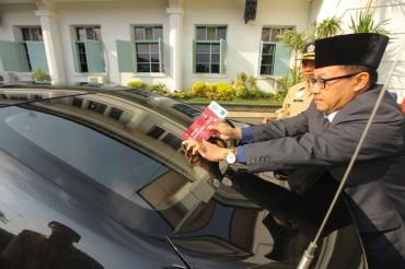 Pawai Obor Asian Games Melintas di Kota Malang