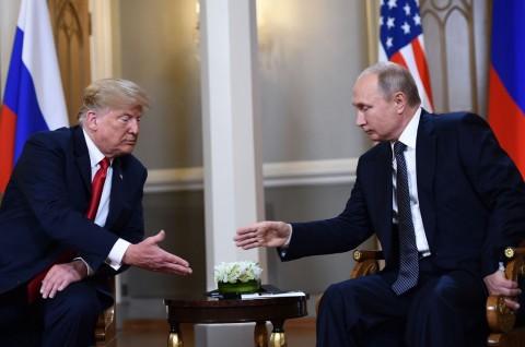 Presiden AS Donald Trump bertemu Presiden Rusia Vladimir Putin