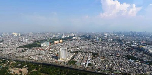 Pemukiman padat di salah satu sudut Jakarta. Permintaan rumah