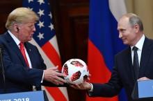 Putin Beri Bola Piala Dunia untuk Trump