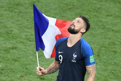 Giroud Sindir Slogan <i>Its Coming Home</i> Inggris