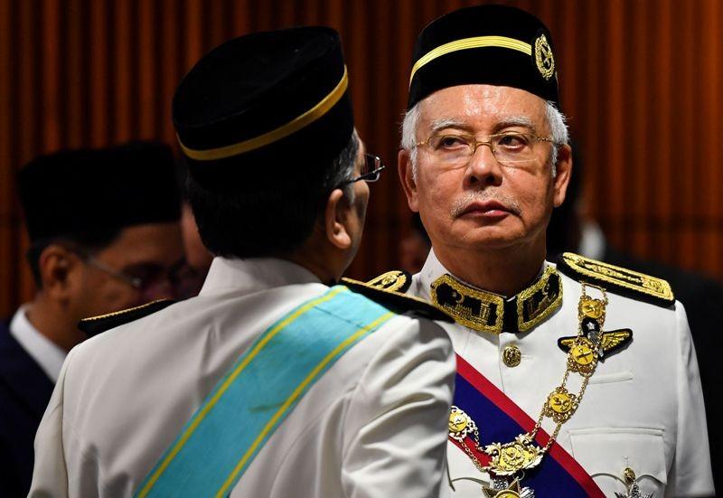 Mantan PM Malaysia Najib Razak saat dilantik sebagai anggota parlemen (Foto: AFP).