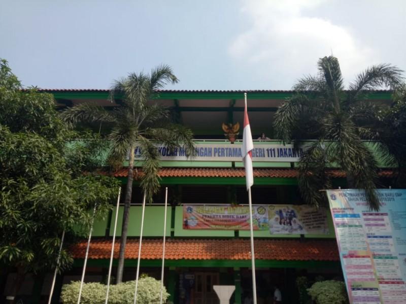 Gedung SMP Negeri 111 Jakarta, Medcom.id/Intan Yunelia.
