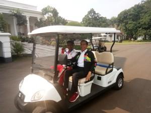 Presiden Ajak Zohri Keliling Istana Bogor