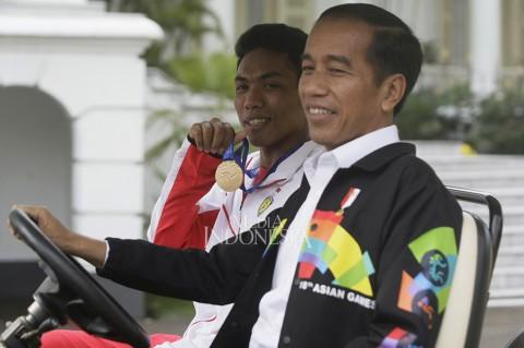 Jokowi Ajak Zohri Keliling Istana