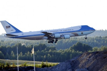 Trump Ingin Ganti Warna Pesawat Kepresidenan Air Force One