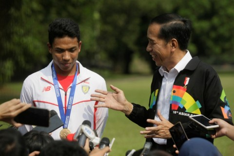 Jokowi Ingatkan Zohri Tetap Rendah Hati