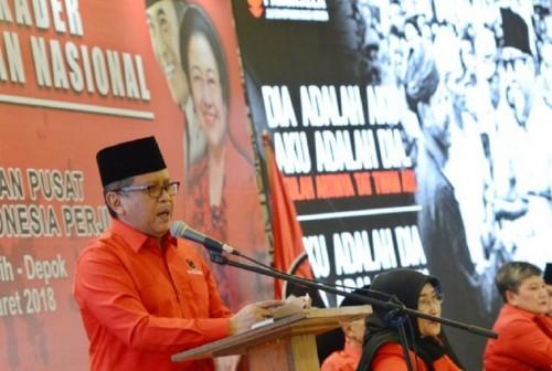 Sekjen Hasto Kristiyanto memberikan sambutan saat membukaan