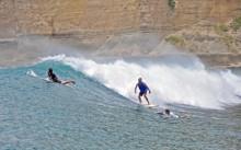 4 Pantai dengan Ombak Terbaik untuk Surfing Menantang di Mataram