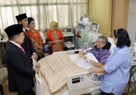 Jokowi, Kalla Visit SBY at Hospital