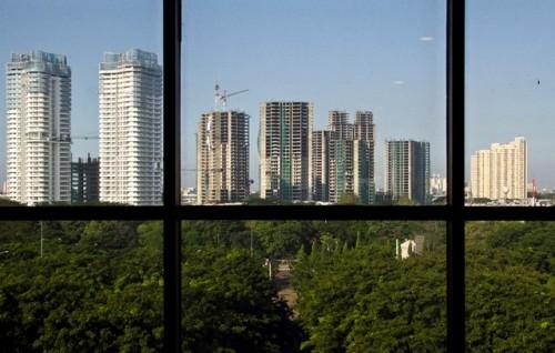 Deretan gedung kondominium di salah satu pusat bisnis Jakarta.