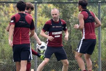 Minggu, Iniesta Berpeluang Jalani Debut di Liga Jepang