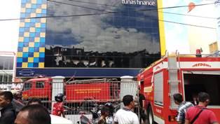 Lokasi aksi bakar diri akibat mobil kredit pelaku disita bank. (Foto: Dok/BPBD)