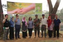 Telkom University dan Unair Tanam Pohon di Bantaran Citarum