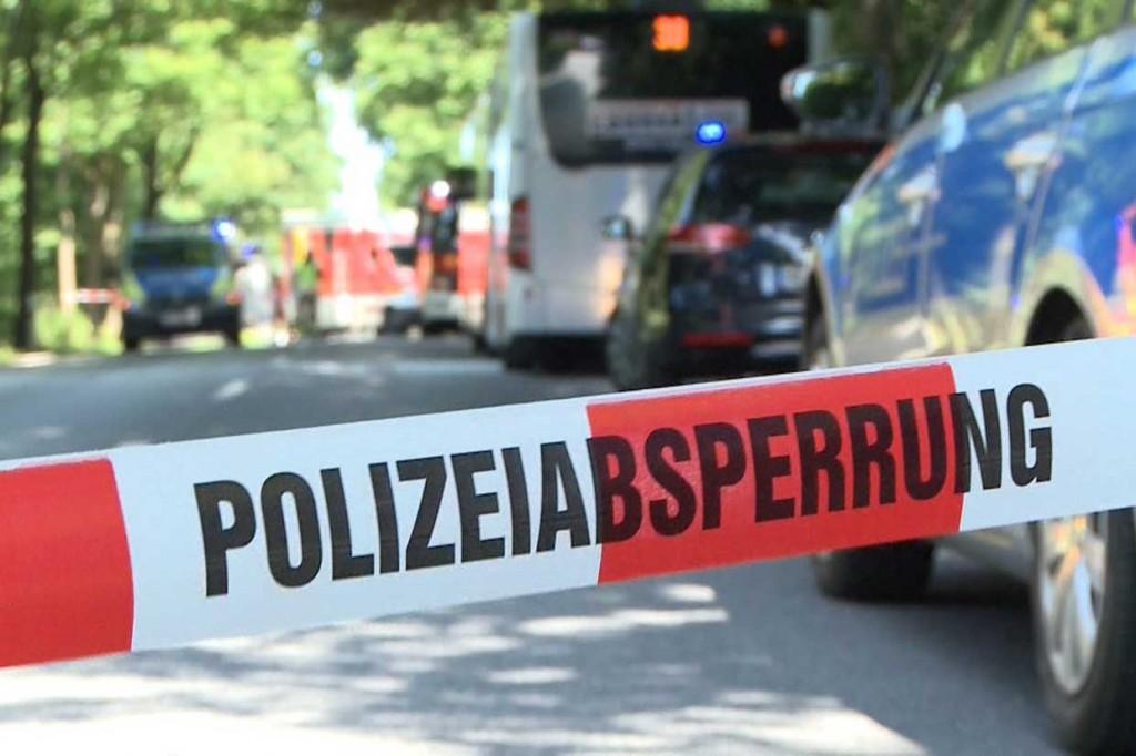 Pria Berpisau Serang Penumpang Bus, Belasan Terluka