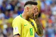 Dani Alves: Neymar Bukan Bahan Lelucon!