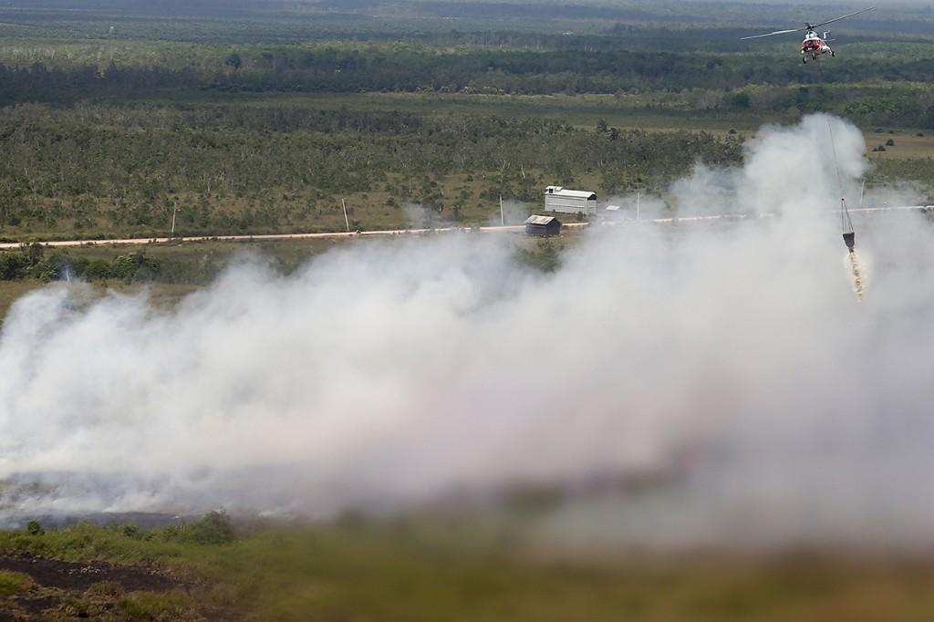 Padamkan Kebakaran Lahan di OKI, BPBD Turunkan Dua Helikopter MI-172