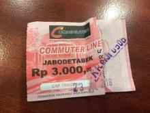 Berlakukan Tiket Kertas, Antrean di Loket Stasiun Mengular