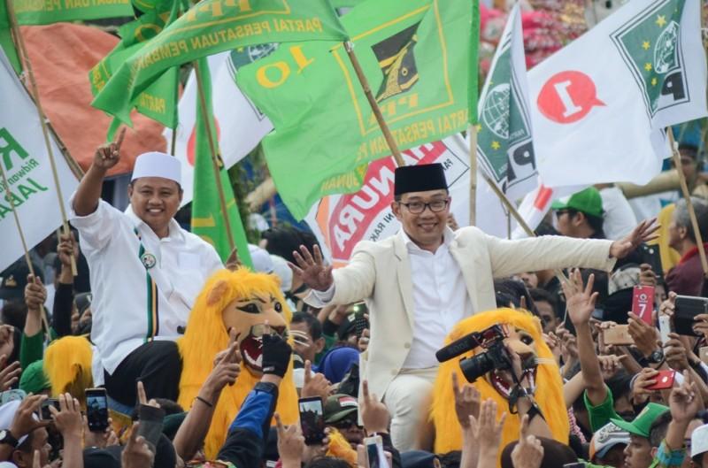 Gubernur dan wakil gubernur Jabar terpilih, Ridwan Kamil-Uu Ruzhanul Ulum (Rindu). (ANT/Raisan Al Farisi)