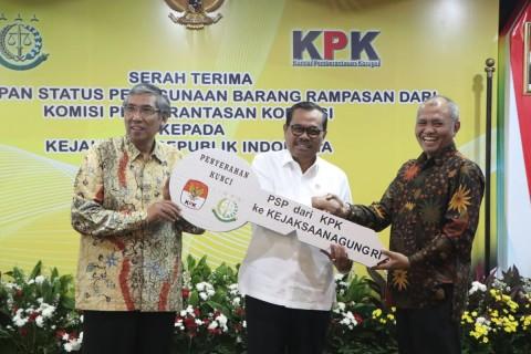 KPK Serahkan Aset Rampasan Kasus Korupsi ke Kejagung