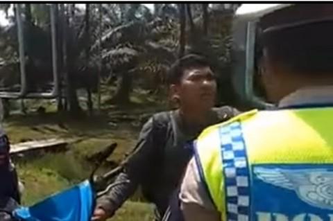 Polisi Hampir Tilang Pengendara Berbonceng Jenazah